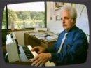 Un extrait d'une émission de la BBC datant des années 80 dans laquelle Bob Moog présente son légendaire Minimoog.