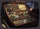 Démonstration du synthé modulaire Buchla 200.