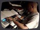 Jordan Rudess, clavier du groupe Dream Theater, s'amuse avec le Memotron qui n'est autre qu'un clavier modélisant le fameux Mellotron.