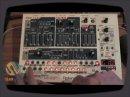 DJ Puzzle Jason Donnell nous montre comment séquencer une rythmique à partir du synthé Roland SH-32.