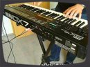 Pour les nostalgiques des années 80, une démo de sons Ambient à partir du DX7 II FD (modèle sorti en 1987 avec un lecteur de disquettes intégré et un split de clavier.