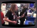 Pendant le Musikmesse2012, Ola Englund a fait une présentation avec le Ampire XT.